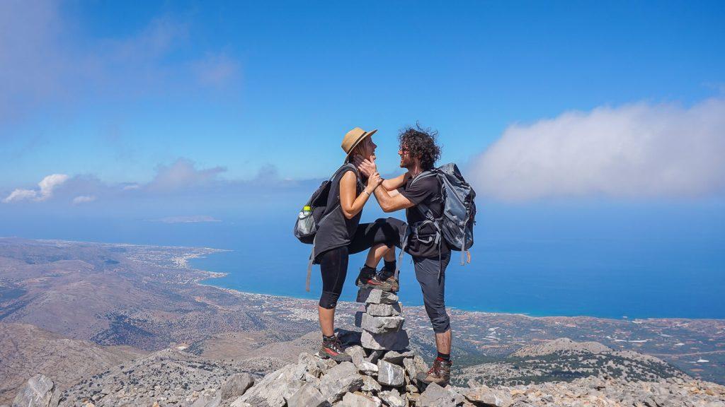 Į Selenos viršūnę – su Aušra ir Kaziu. Ant viršukalnės. Kreta, Graikija | Mano Kreta