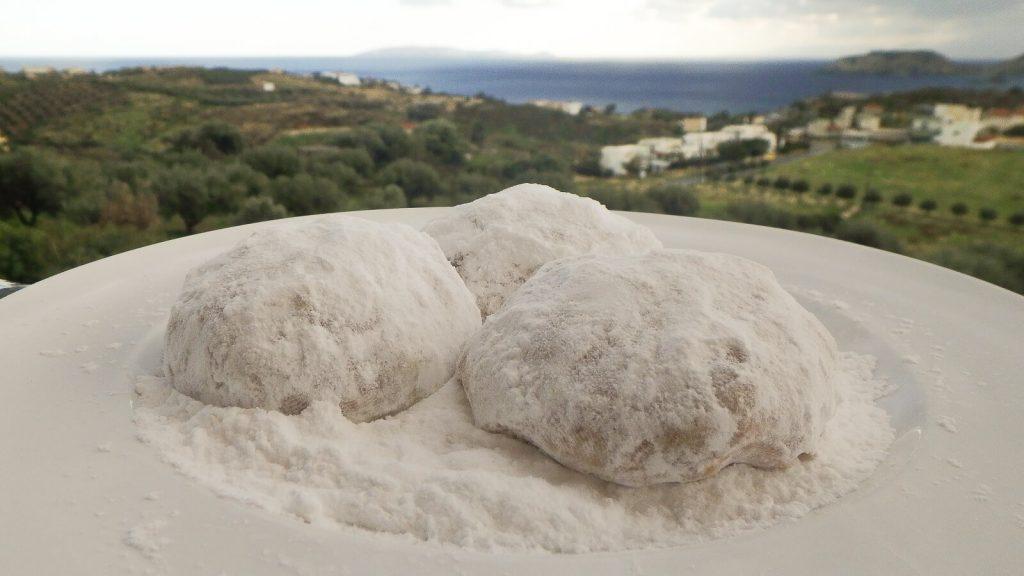 Kurabiedės – sniegas kretiečių lėkštėse. Kreta, Graikija | Mano Kreta