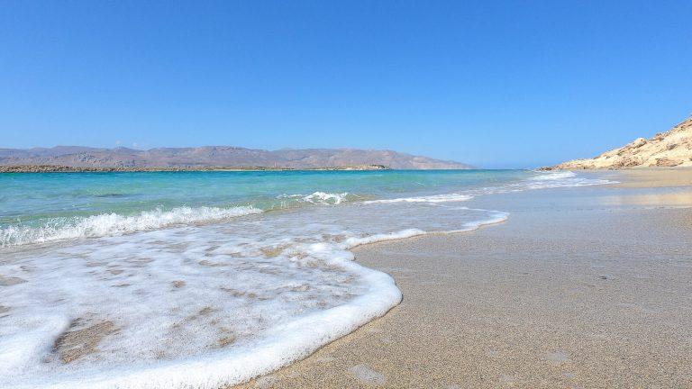 Rojus tiems, kas nori maudytis ir degintis, degintis ir maudytis. Juolab salos pavadinimas – toks auksinis: graikiškai 'chrisos' (gr. χρυσός) – auksas.  Kreta, Graikija | Mano Kreta