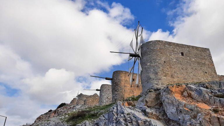 Mėgaudamiesi vaizdais pakilkite į 840 m virš jūros lygio esančią Lasiti plynaukštę, užsukite į legendomis apipintą Dzeuso urvą Dikti kalnuose, apsilankykite mitą apie Minotaurą menančiuose Knoso rūmuose. Kreta, Graikija | Mano Kreta