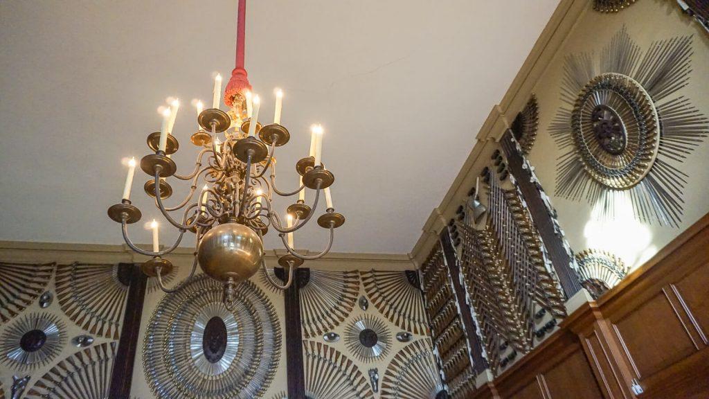 Kiek Anglijoje yra Graikijos? III dalis – Karališkieji Hampton (Hemptono) rūmai. Ornamentais iš ginklų. | Mano Kreta