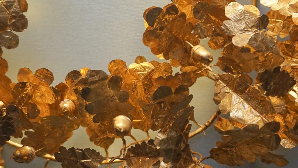 Kiek Anglijoje yra Graikijos? I dalis - Londonas, Britų muziejus. Auksinis ąžuolų vainikas, rastas Verginos kape (detalė). | Mano Kreta