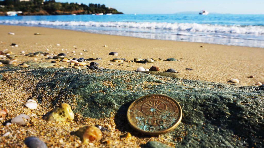 Kalėdų dovana Kretoje. Moneta rasta paplūdimio smėlyje Kreta, Graikija | Mano Kreta