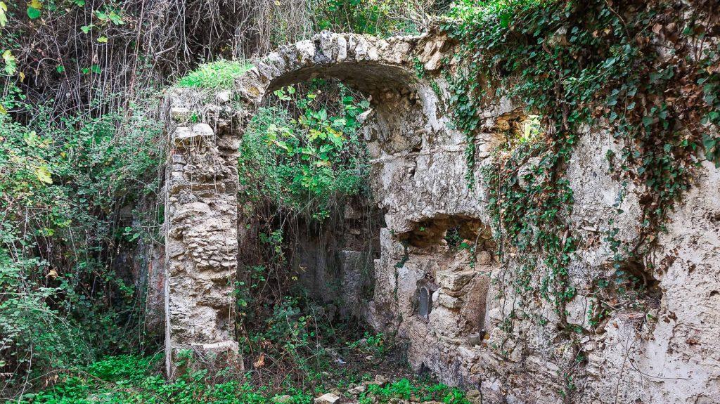 Abipus Karydaki akveduko. Pastato detalė. Kreta, Graikija | Mano Kreta