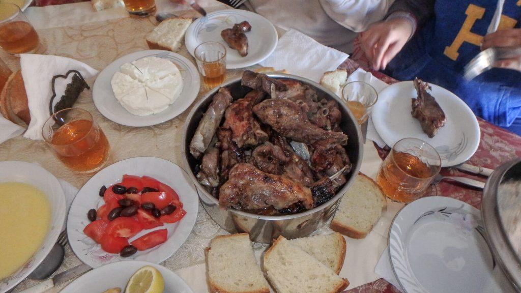 Per kretietiškas Kalėdas. Vaišės ant stalo. Kreta, Graikija   Mano Kreta