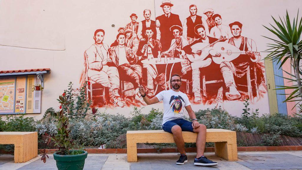 Lakkos Heraklione - kaip Vilniaus Užupyje. Audrius centrinėje Lakkos aikštėje. Kreta, Graikija | Mano Kreta
