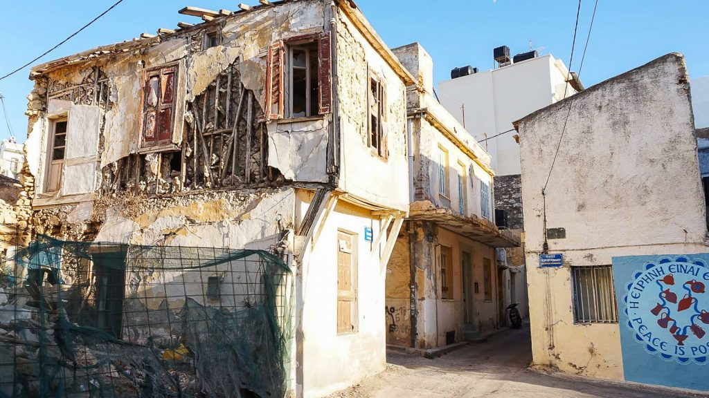 Lakkos Heraklione - kaip Vilniaus Užupyje. Lakkos gatvės piešiniai. Destruckija. Kreta, Graikija | Mano Kreta