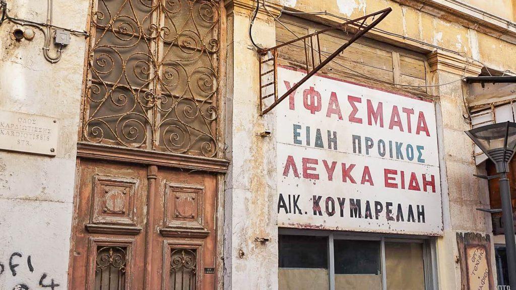 Lakkos Heraklione - kaip Vilniaus Užupyje. Sena iškaba. Kreta, Graikija | Mano Kreta