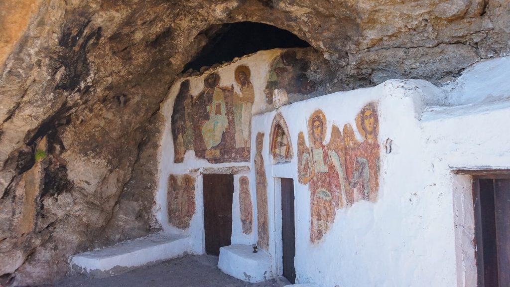 Miegas Agios Ioannis vienuolyno urvuose. Cerkvės detalės. Kreta, Graikija | Mano Kreta