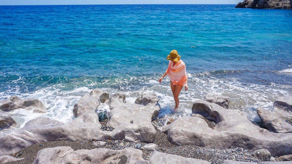 Trafoulas – paplūdimys su mistiniais ženklais. Prie uolų. Kreta, Graikija | Mano Kreta