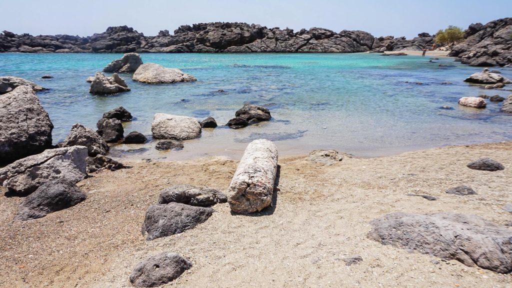 Viena: antikos griuvėsiai laukiniame Kretos paplūdimyje. Kolona. Kreta, Graikija | Mano Kreta