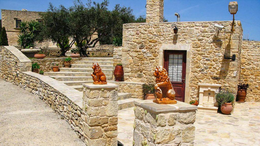 Villa De Mezzo – venecijietiškas rytų Kretos brangakmenis. Prie vilos. Kreta, Graikija | Mano Kreta