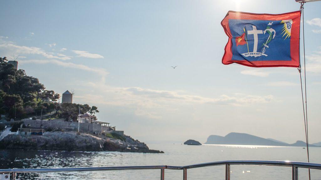 Pakeliui į Kretą – Hydros Chora. Salos herbas vėliavoje. Graikija | Mano Kreta