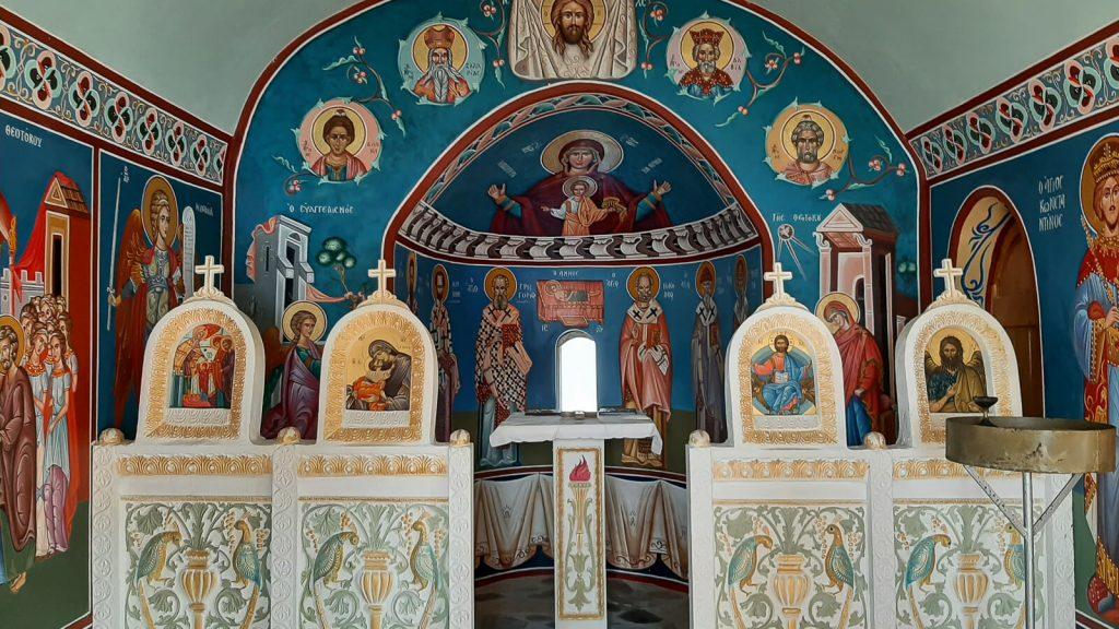 Susipažinkite – Kretos Senelis Ajos Vasilios. Cerkvėje. Kreta, Graikija | Mano Kreta