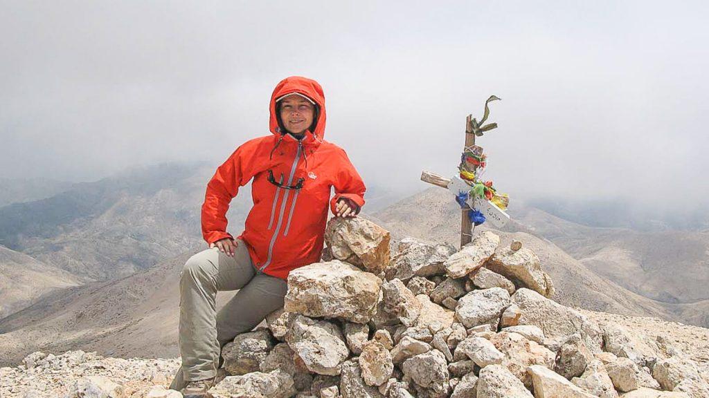 Į Pachnes viršūnę – su Audre ir Gintaru. Audrė ant viršukalnės. Kreta, Graikija | Mano Kreta