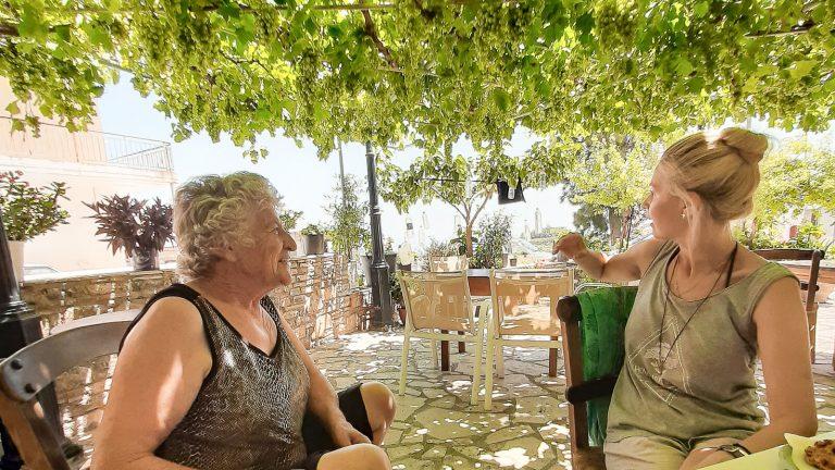 Smagūs pokalbiai po vynuogių kekėmis. Kreta, Graikija   Mano Kreta